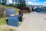 Świecie. Wzdłuż al. Jana Pawła II zamontowano nowe ławki, elementy małej linii architektury