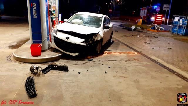Policjanci z Kruszwicy ustalili, że doszło do uszkodzenia dystrybutora i wycieku z niego gazu. Działania w tym zakresie prowadzili strażacy