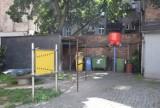 (Nie)modelowe podwórko przy ulicy Grodzkiej w Kaliszu. Mieszkańcy skarżą się na libacje i nieczystości
