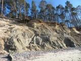 Wiosenne sztormy zniszczyły klify w Orzechowie