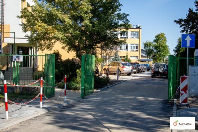 Plac parkingowy, zatoczka Kiss and Ride i nowy wyjazd powstały przy Szkole Podstawowej nr 3 w Bełchatowie