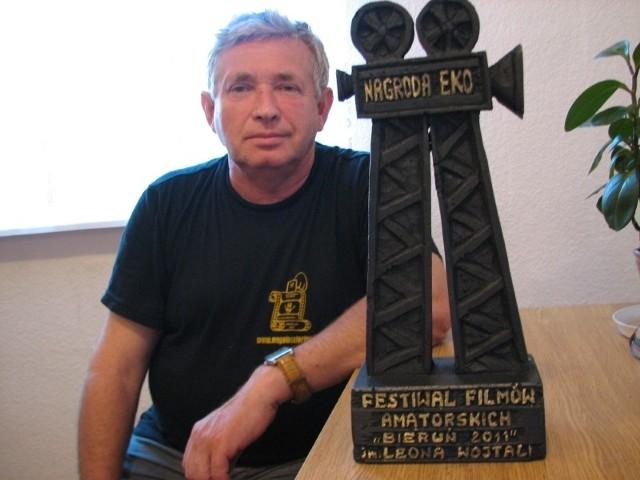 Henryk Latusek z statuetką