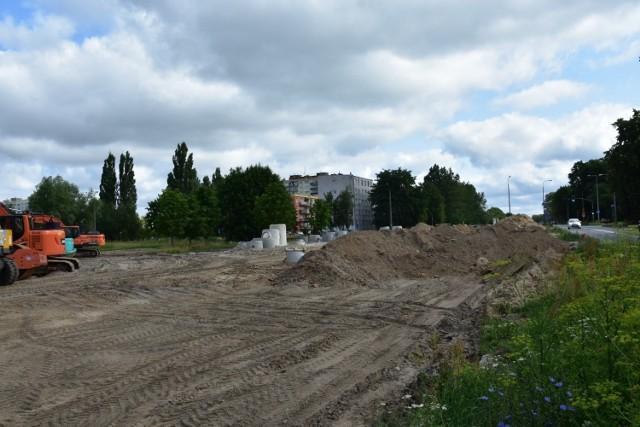 Rozbudowa drogi krajowej nr 22 polega na zbudowaniu m.in. drugich nitek jezdni ulic: Łukasińskiego, Zawackiej i Walczaka.