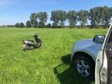 Mochy: Motorowerzysta bez hełmu ochronnego i pod wpływem alkoholu