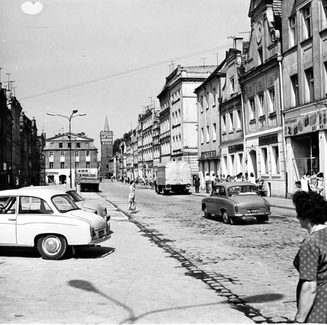 Opolskie miasta pół wieku temu. Na zdjęciu: Paczków, rynek