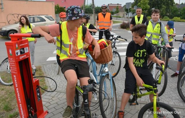 W Otyniu powstała stacja naprawy rowerów. Można korzystać za darmo. To się spodoba rowerzystom.