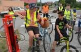Otyń. Kto korzysta ze ścieżki Kolej na rower w okolicy Otynia ma okazję poznać nowe miejsce dla rowerzystów. Powstała stacja naprawy rowerów