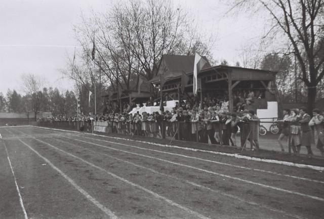 Tak wyglądały szkolne zawody lekkoatletyczne w latach 60