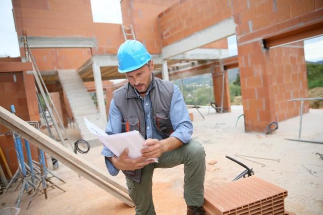 Budowa domu bez pozwolenia będzie dla wielu osób szansą na spełnienie marzenia o zamieszkaniu na swoim.