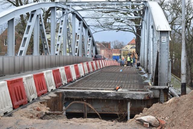 Remont mostu Elizy wciąż trwa