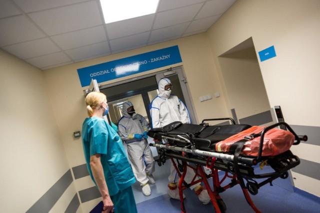 W całym kraju zajętych jest obecnie 29 tys. łóżek na 38 tys. dostępnych dla pacjentów z koronawirusem. Respiratory wspomagają  oddychanie 2 894 osób chorych na Covid-19.