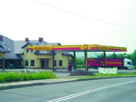 Kontrowersyjna stacja benzynowa nadal działafot. Małgorzata Więcek