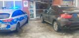Kobieta w BMW wjechała w pocztę na TBS-ach. Pomyliła gaz z hamulcem. Lokal jest zdemolowany (zdjęcia)