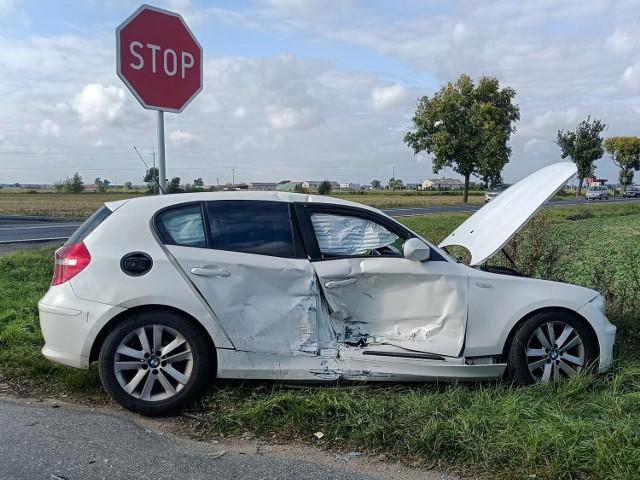 Wypadek w Szczytnikach Czerniejewskich. Trzy osoby są poszkodowane