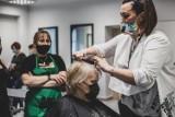 Atelier Fryzur w Sosnowcu. Tu skorzystamy z usług fryzjerskich w atrakcyjnych cenach. Usługi prowadzą uczniowie i nauczyciele CKZiU