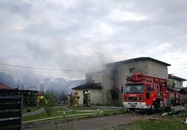 Pięcioosobowa rodzina straciła dach nad głową. W ich domu w Bujakowie wybuch pożar.