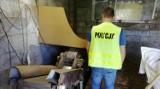 Setki kilogramów nielegalnego tytoniu przejęli policjanci ze Zduńskiej Woli. Cztery osoby zatrzymane ZDJĘCIA, FILM