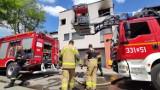 Pożar w kamienicy przy Leonarda w Piotrkowie: Mężczyzna poparzony ZDJĘCIA, WIDEO