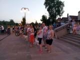 Międzychód. Promenada wokół Jeziora Miejskiego w Międzychodzie w końcu została oświetlona