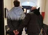 19-latek z Bydgoszczy, podejrzany o kradzież rozbójniczą, wpadł przez... charakterystyczne ubranie
