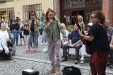 Artystyczny protest kobiet na legnickim rynku, zobaczcie zdjęcia