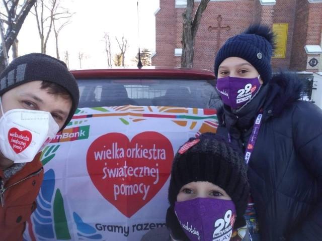 WOŚP 2021 w Rozprzy: Z puszkami kwestuje 30 wolontariuszy, do wygrania fotel wójta i rękawice Mameda Khalidova