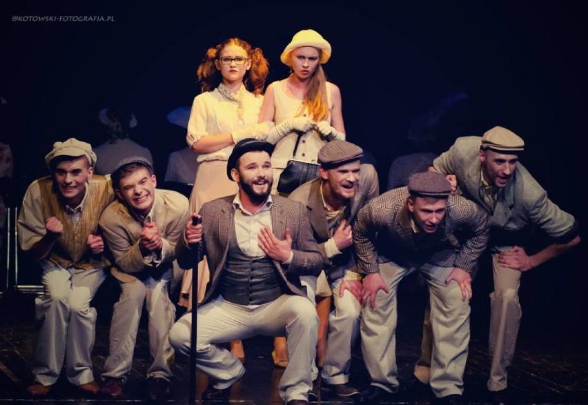 Teatr Pijana Sypialnia Ogromna Zwariowana Rodzina Z Własną