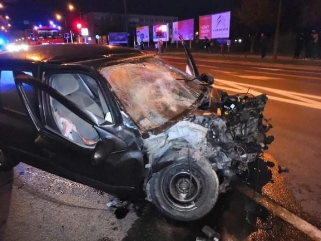 Uciekający przed policją kierowca spowodował wypadek pod ZUS-em