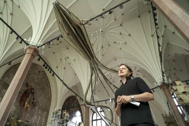Niesamowita rzeźba ze stali! Wielki Kraken w Dworze Artusa. Zobacz >>>
