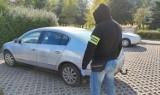 Ukradli samochód, lecz nie na długo. Złodziejska para zatrzymana przez policję