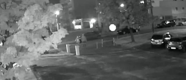 Żory: Wandal przed szpitalem zniszczył szlaban parkingowy. Rozpoznajesz go?