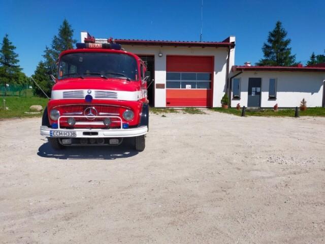 W Brzozowie strażacy liczą na pomoc m.in. mieszkańców. Muszą zebrać 300 tys. złotych na wkład własny do 500 tys. złotych promesy z MSWiA na zakup nowego wozu gaśniczego w zamian za mercedesa z 40-letnim stażem