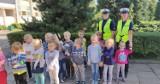 """Policjantki z kwidzyńskiej drogówki spotkały się z dziećmi w Gardei. Wszystko w ramach akcji """"Bezpieczna droga do szkoły"""" [ZDJĘCIA]"""