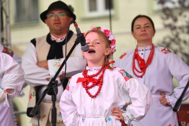 Jarmark Miodu i Wina 2021 w Żarach. Śpiewająco i kolorowo
