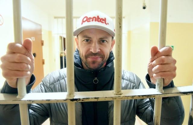 W tym tytule nie ma pomyłki. Piotr Protasiewicz, znakomity żużlowiec, podpora zielonogórskiego Stelmetu Falubazu, odwiedził zakład karny w Krzywańcu, by spotkać się ze skazanymi.