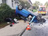 Wypadek w Gdańsku. Auto dachowało na Oruni. Kierowca nieprzytomny