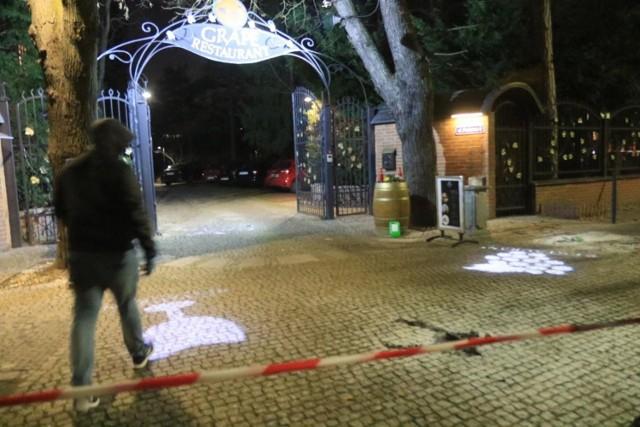 Poszkodowana we wtorek w ciężkim stanie trafiła do szpitala. Ze wstępnych ustaleń wynikało, że miała poparzone 80 proc. ciała. Miała poparzenia III stopnia. W nocy z wtorku na środę została przetransportowana helikopterem LPR z wrocławskiego szpitala, do specjalistycznego centrum leczenia oparzeń w Krakowie. W sobotę pojawiła się tragiczna informacja o śmierci 21-latki, mieszkanki Sanoka.