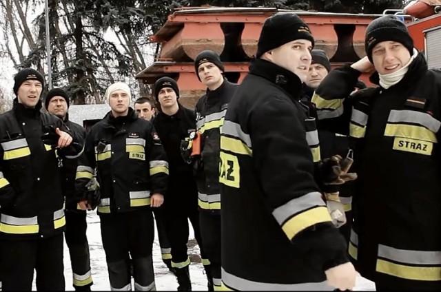 Warszawscy strażacy promują się w sieci. Tak wygląda ich praca [WIDEO]