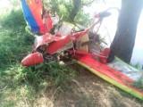 Wypadek lotniczy w Pińczowie. Motolotniarz uderzył w drzewa (ZDJĘCIA)