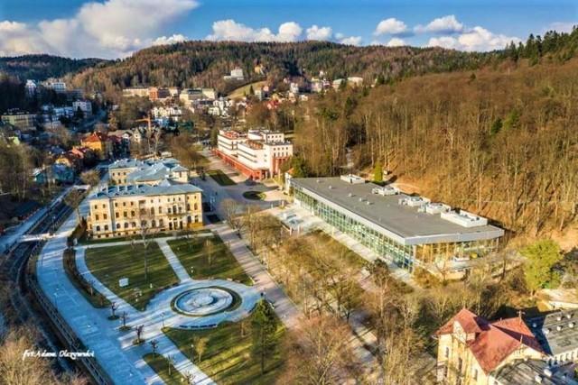Władze Krynicy starają się przyciągnąć turystów do tego najbardziej znanego w Polsce sądeckiego uzdrowiska