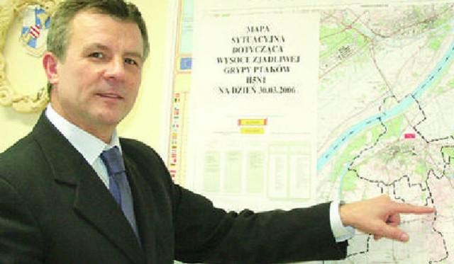 Starosta chełmiński Zdzisław Gamański zapewnia, że w tym roku też zainwestują dużo pieniedzy w drogi