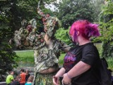 Szamotuły. UFOlogia w Parku Zamkowym - żywa rzeźba, wystawa i popisy iluzjonisty