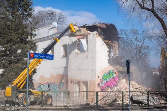 Przejdź do galerii i zobacz budynek Kina Pola w Kraśniku w trakcie wyburzania