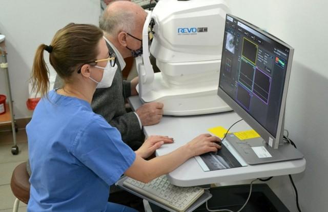 Urządzenie do badania oka kosztowało 125 tysięcy złotych i służy do  leczenie pacjentów z wysiękowym AMD