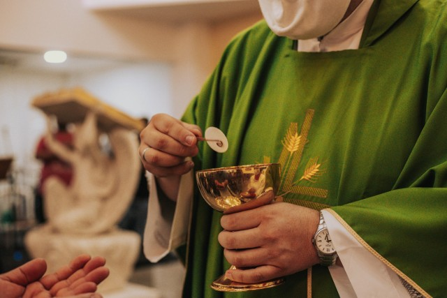 Proboszcz odprawiał msze m.in. w Popowie. Uczestniczył także w pogrzebie.