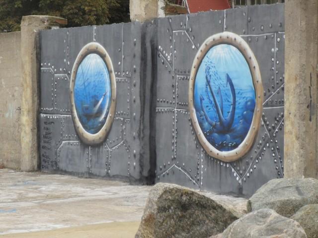 W Ustce powstały dwa kolejne murale autorstwa koszalińskiego artysty Cukina. Prace można obejrzeć po wschodniej i zachodniej stronie portu, a powstały one podczas warsztatów dla młodzieży, zorganizowanych przez stowarzyszenie Alpha Team.