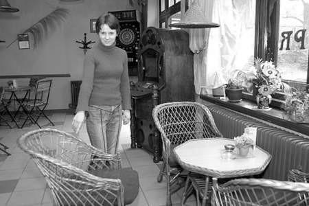 Ewa Dbowska wskazuje miejsce gdzie  siedział 36-letni policjant. Fot. Olgierd Górny