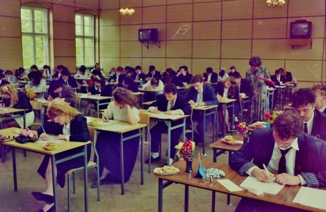 Matura 1991. Tak wyglądał dawny egzamin dojrzałości w Krośnie Odrzańskim.