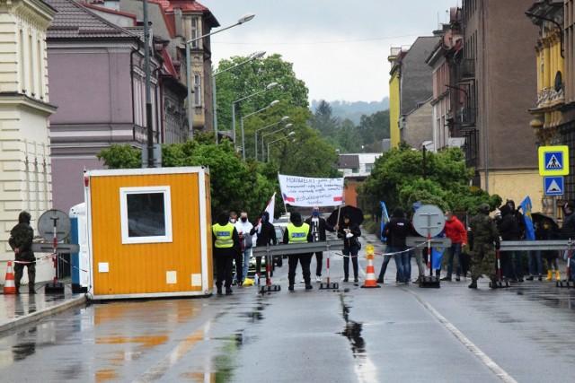 Przejście graniczne z Czechami na Moście Wolności w Cieszynie pozostanie zamknięta dla mieszkańców województwa śląskiego.