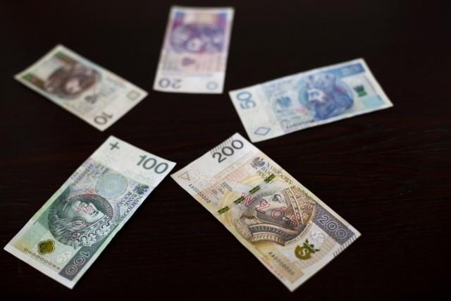 Zgodnie z tzw. ustawą okołobudżetową w 2021 r. nastąpi zamrożenie wynagrodzeń w jednostkach i podmiotach sektora finansów publicznych na poziomie płac z 2020 r.